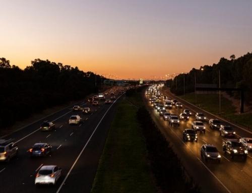 Golden hour en rijden in het donker